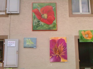Häuserwand mit Bildern