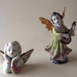 2 Engel fein + auf Arm stützend